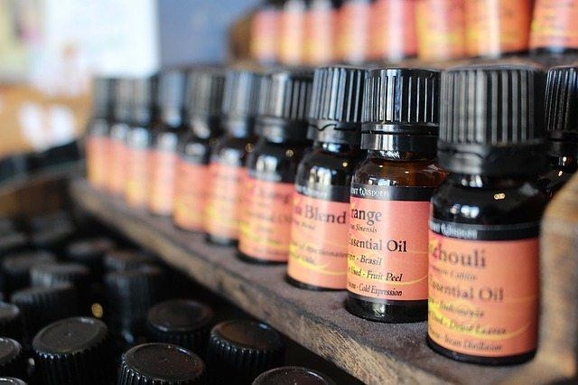 9 Essential oils for travel and their uses