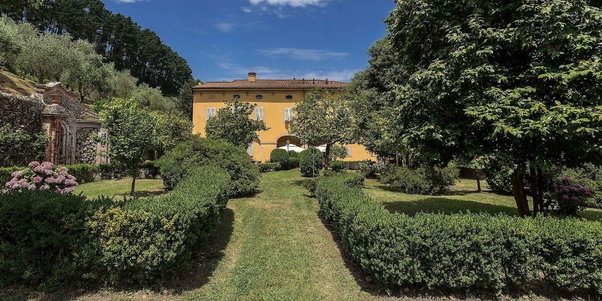 holiday villas in Tuscany with pool